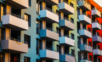 How can technology help to improve the maintenance in social housing